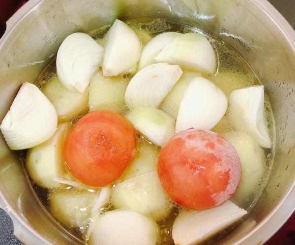 チキンとじゃがいものトマトスープ煮レシピ